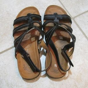 Naturlizer black sandals